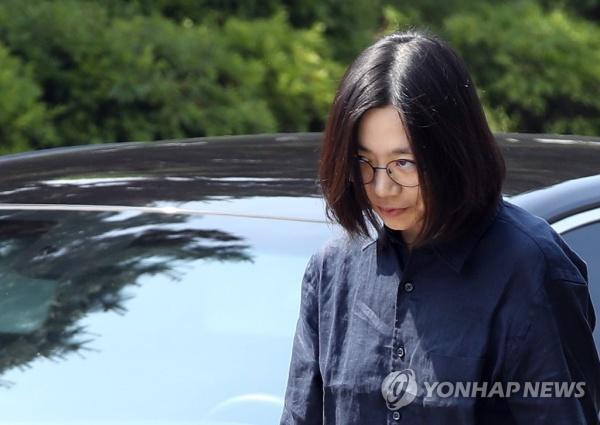 """'조현아 동영상' 공개 이어 남편 페이스북 글 경악 """"먼저 빠져나온 뒤 아이들 탈출"""""""